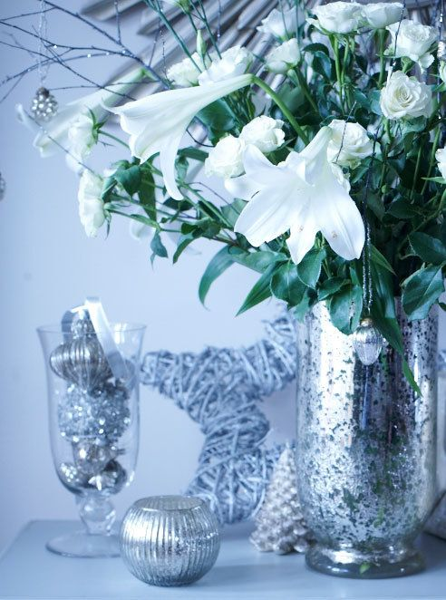 white and silver Christmas decorating ideas as seen @skimbaco