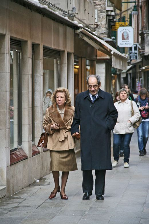 Venice, Italy lovers photos, old couple walking in Venice