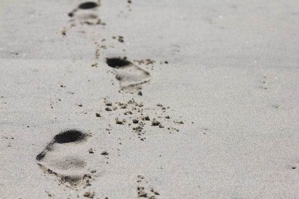 Footprints in sand by @SatuVW as seen on https://www.skimbacolifestyle.com/2012/09/having-more-fun-on-holidays.html