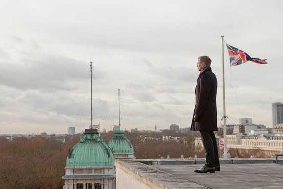 Daniel Craig, james bond, 007, skyfall review, movie review