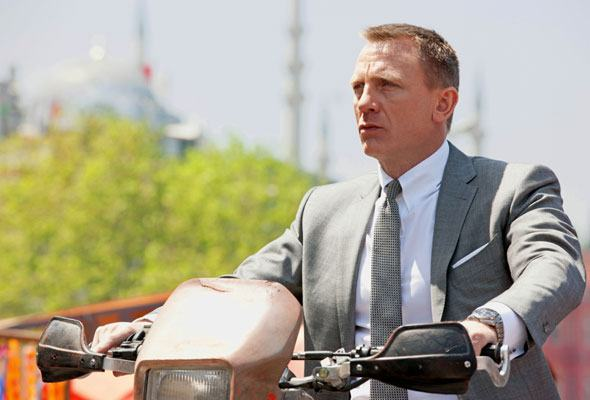 James Bond wearing Omega watch & riding a motorcycle, daniel crieg