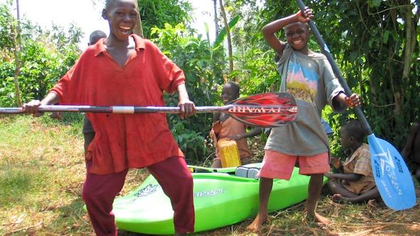 Kayaking in Uganda I @SatuVW I Destination Unknown