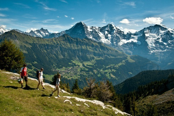 Hiking in Jungfrau Region in Switzerland I Photo by Mattias Nutt