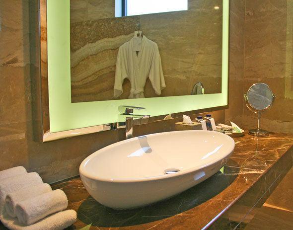 Le Meridian Bali bathroom
