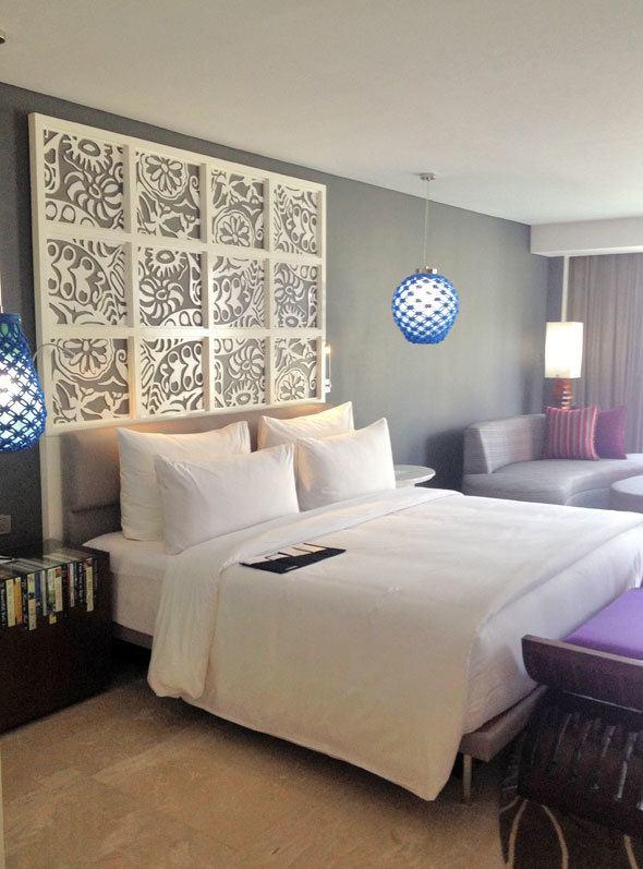 bali-lemeridian-room-bed