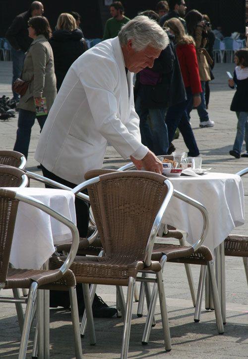 waiter-in-rome