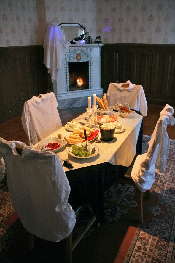 Halloween spooky table setting for ghosts | More Haunted House Party photos at https://www.skimbacolifestyle.com/2013/10/haunted-house-halloween-party-photos.html