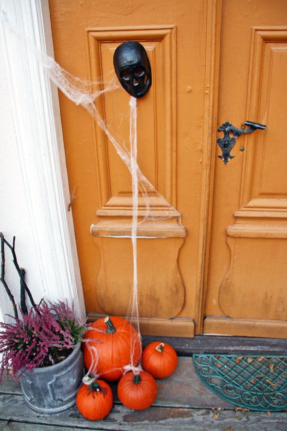 Halloween decor at the mansion | More Haunted House Party photos at https://www.skimbacolifestyle.com/2013/10/haunted-house-halloween-party-photos.html