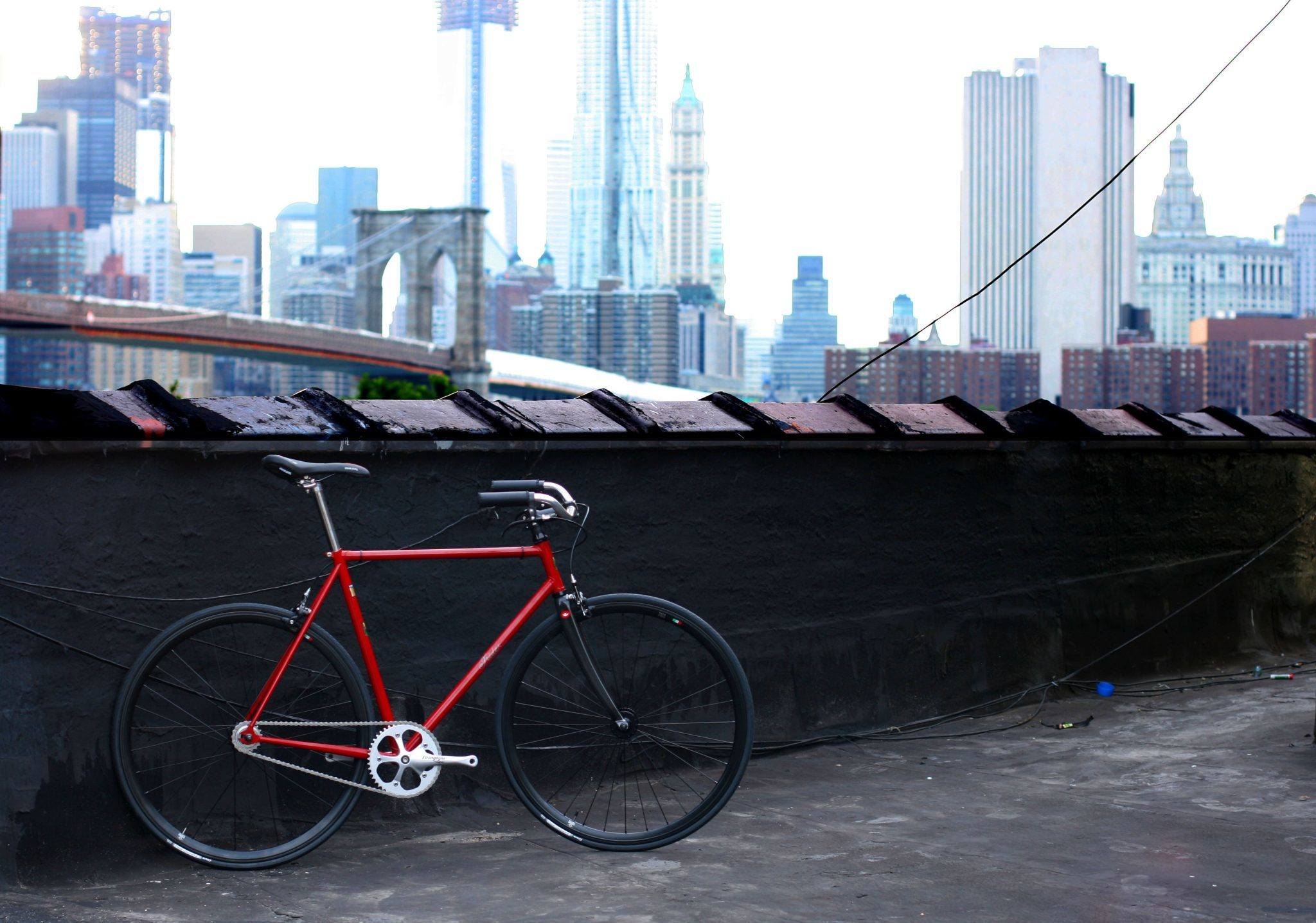 live-Monello-bicycle-with-Brooklyn-Bridge-and-WTC-behind