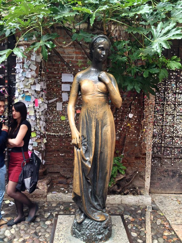 Statue of Juliet in Verona, Italy   photo by @katjapresnal @skimbaco