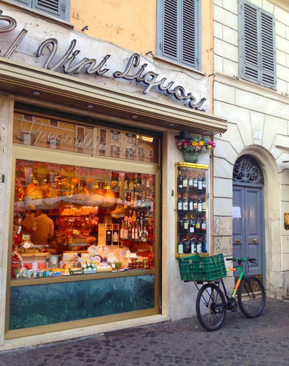 store-close-to-campo-di-fiori-in-rome-italy