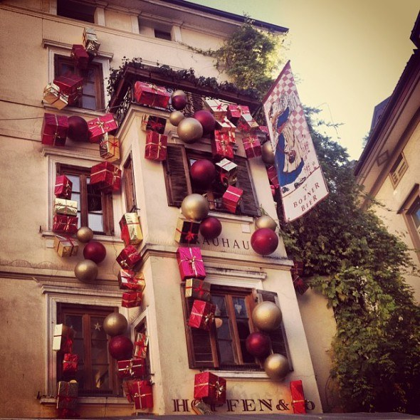 christmas decorations in italy