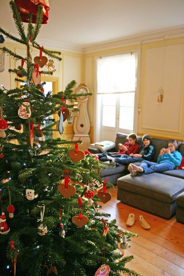 kids-in-living-room