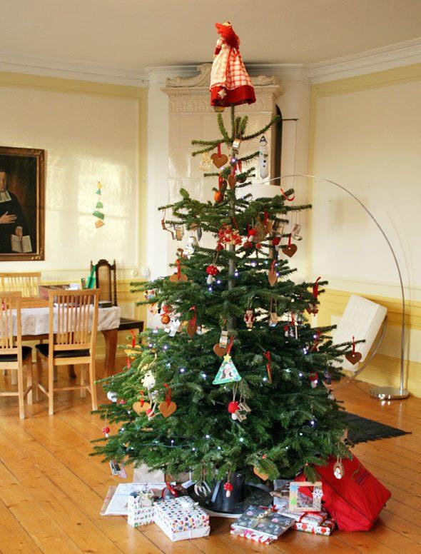 mansion-christmas-tree