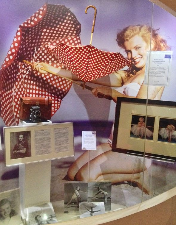 Marilyn Monroe with red umbrella in a museum
