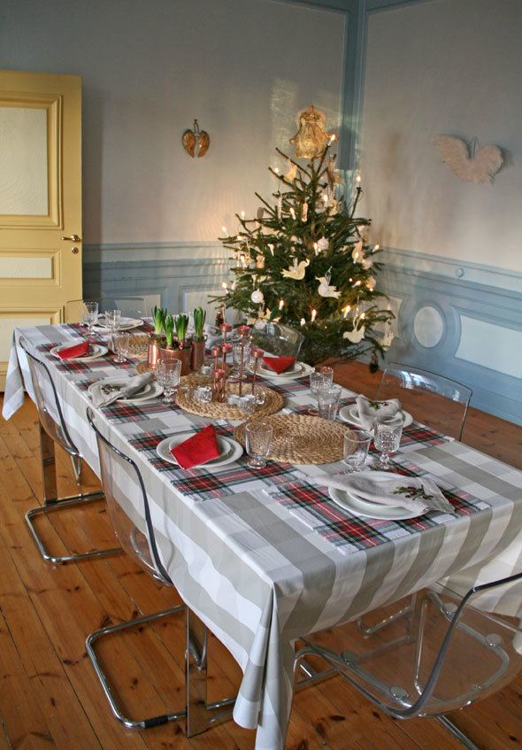 swedish-country-mansion-christmas