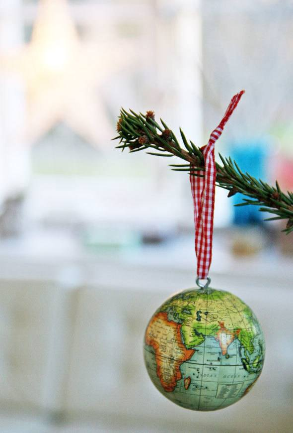 world-travel-themed-christmas