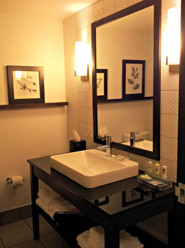 Country Inn and Suites Bathroom 2