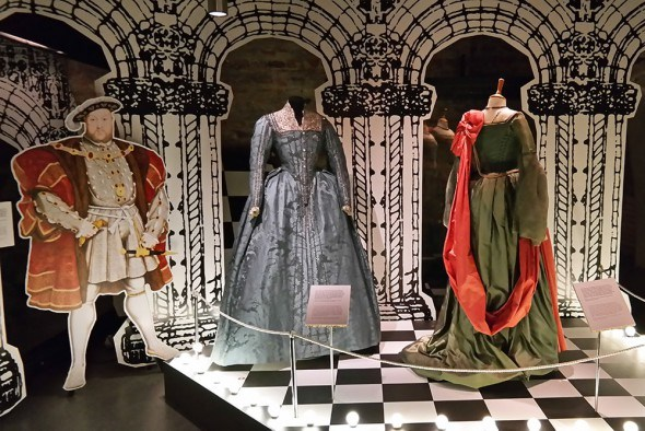 queen-elizabeth-movie-costumes