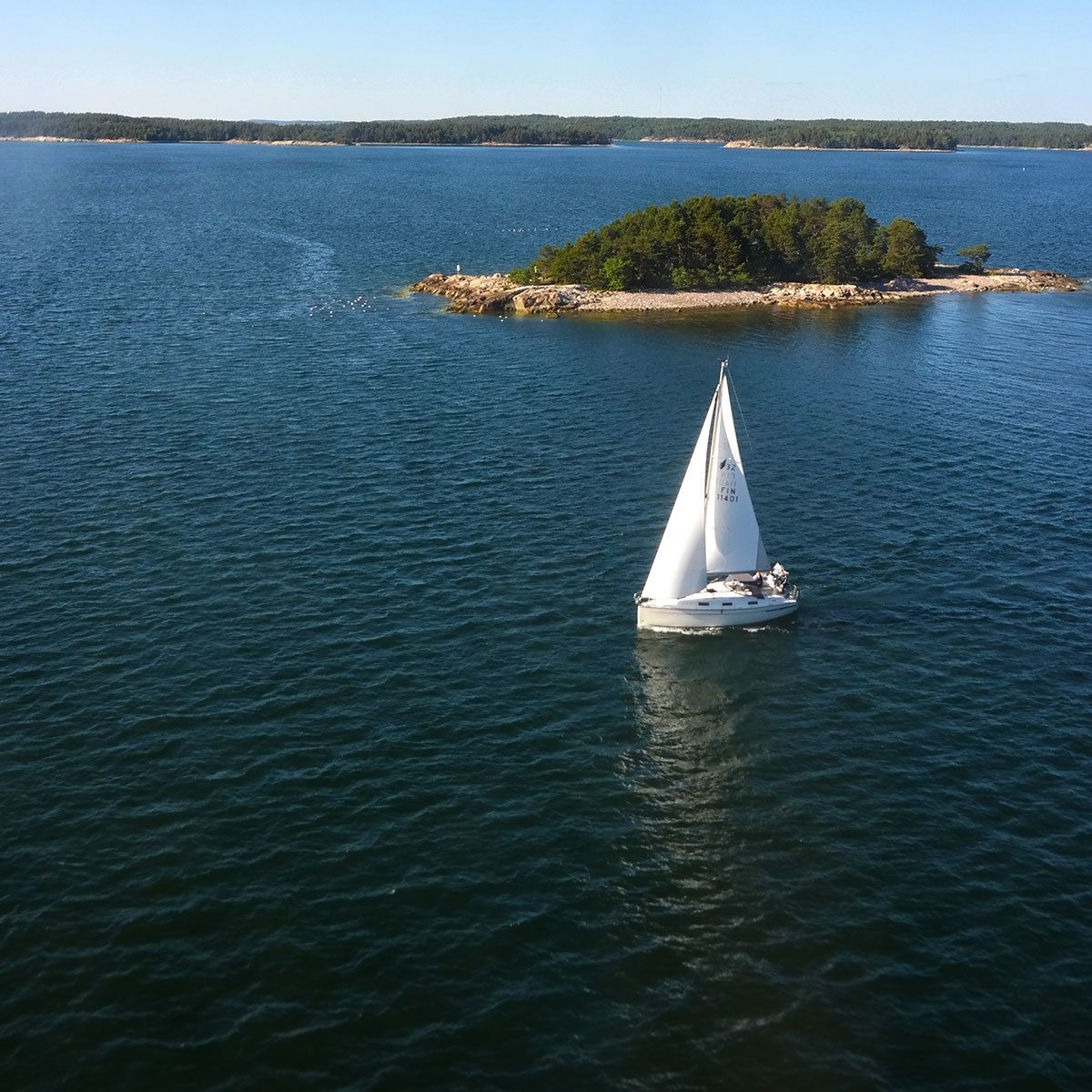 sailing-in-turku-archipelago-in-finland