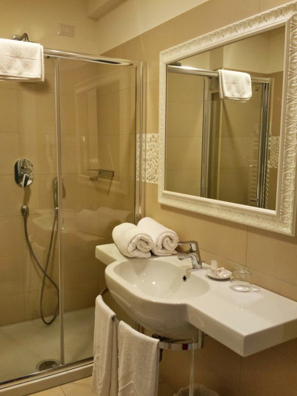 bathroom at Hotel Nettuno