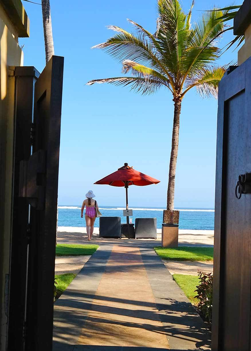 private-access-to-the-beach-at-st-regis-bali