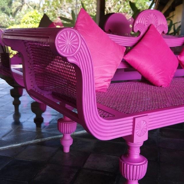 cinnamon hotels sri lanka pink couch