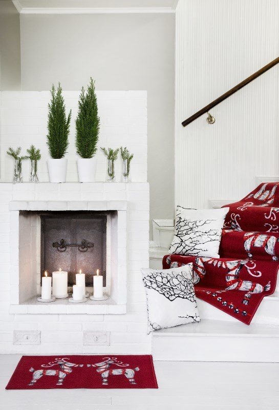 Scandinavian Christmas. Mix traditional and contemporary freely this Christmas. The traditional Christmas print mixes well with the more minimal and modern print, doesn't it?