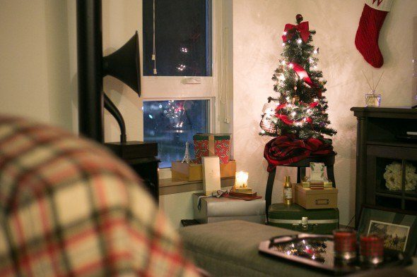 How to make your home Holiday home in an instant. Photo by @nomadicnewlyweds