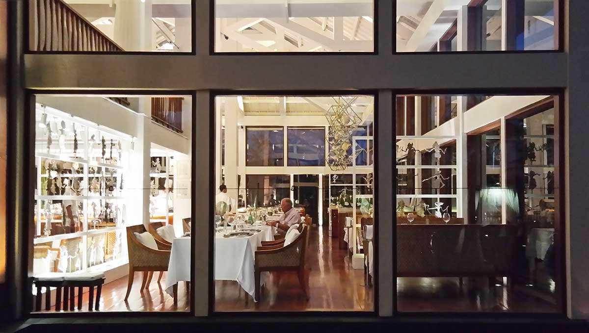 st-regis-bali-restaurant-luxury